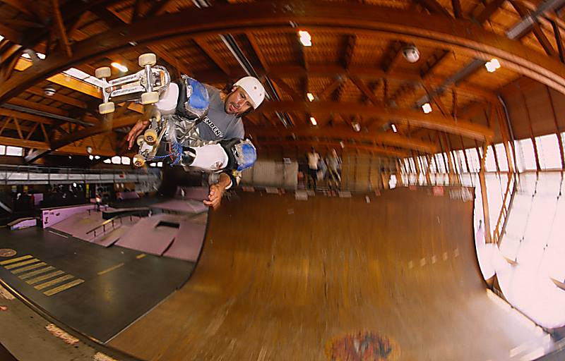 Skater: Bombero, Trick: Grabbed BS-Air